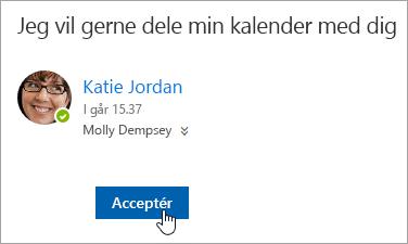 """Et skærmbillede af knappen Accepter i en """"Delt kalender""""-mail."""