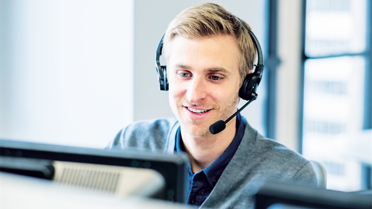 Bild von einem Mann mit Kopfhörern.
