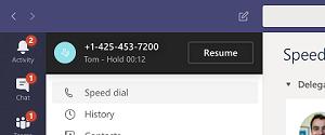 Benachrichtigung, dass ein Anruf von Tom 12 Sekunden lang angehalten wurde, mit der Option zum fortsetzen