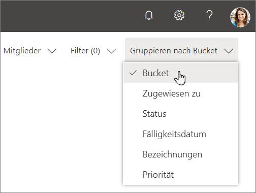"""Screenshot der Dropdownliste """"Gruppieren nach"""" in Planner, """"Bucket"""" wird ausgewählt"""