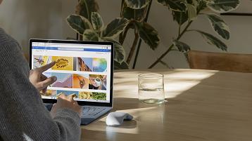 Das Surface-Gerät auf einem Tisch verwenden