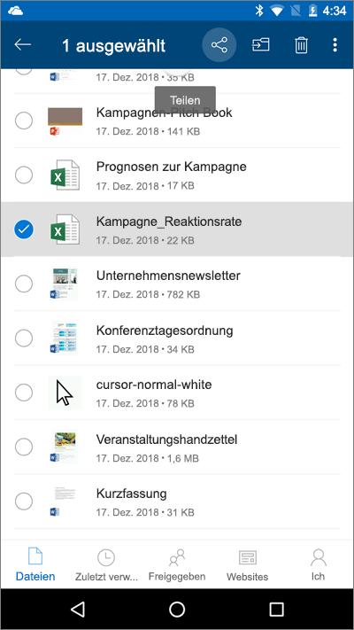 """Screenshot der mobilen OneDrive-App mit einer ausgewählten Datei und hervorgehobenem Symbol """"Upload"""""""