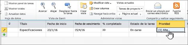 Rellene el título, las fechas y el estado de su tarea de proyecto