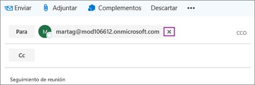 La captura de pantalla muestra la línea Para de un mensaje de correo electrónico con la opción de eliminar la dirección de correo del destinatario.
