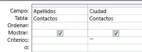 Diseñador de consultas con criterios establecidos para mostrar los registros con un campo de valor en blanco