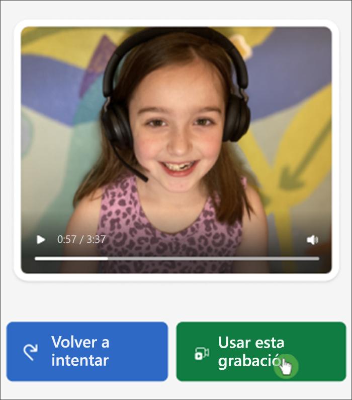 """Captura de pantalla de la vista de estudiante del progreso de la lectura, una niña blanca a la que le faltan algunos dientes sonríe a la cámara y debajo de ella se leen los botones """"intentar de nuevo"""" y """"usar esta grabación""""."""