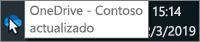 Captura de pantalla que muestra el cursor al pasar el ratón por encima del icono azul de OneDrive en la barra de tareas, con el texto que dice OneDrive - Contoso.