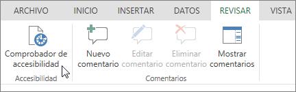 Captura de pantalla que muestra la pestaña Revisar con el cursor apuntando a la opción Comprobador de accesibilidad.