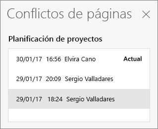 Panel Conflictos de páginas que muestra tres versiones conflictivas de una página
