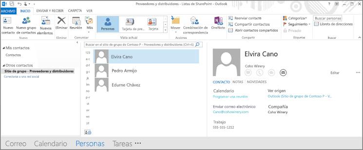 Una captura de pantalla de los contactos de su sitio de grupo cuando aparecen en Outlook