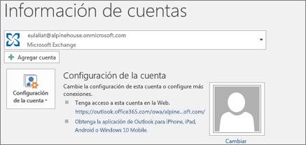 Captura de pantalla en la que se muestra la página de información de la cuenta de Outlook en la vista Backstage.