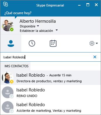 Captura de pantalla de una ventana de Skype Empresarial mientras se busca un contacto para agregarlo.