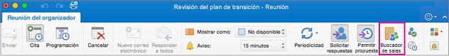 Cinta de opciones de Outlook con el botón Buscador de salas resaltado