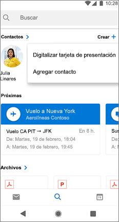 Pantalla de búsqueda con la opción digitalizar tarjeta de presentación junto al nombre de un contacto