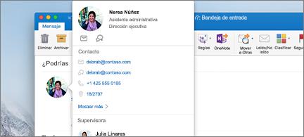 Tarjeta de contacto en primer plano y mensaje en segundo plano