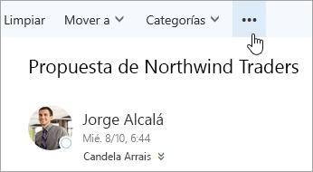 Captura de pantalla del botón Más opciones en la barra de menú de Outlook.