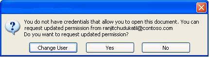 Cuadro de diálogo en Word con un documento con permisos restringidos reenviado a una persona no autorizada