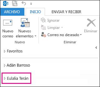 La carpeta compartida aparece en la lista de carpetas de Outlook 2013