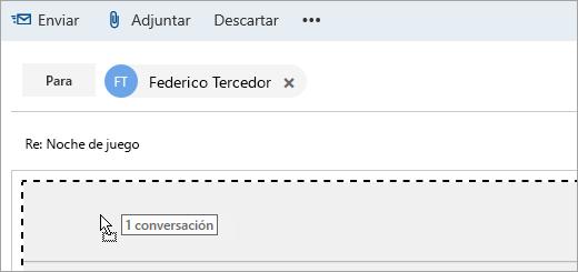 Captura de pantalla de un mensaje que se arrastra hasta el panel Redactar