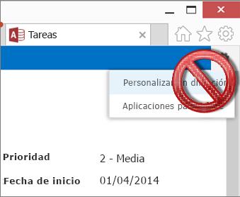 La opción Personalizar en Access en el menú de configuración se muestra tachado