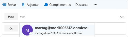 La captura de pantalla muestra la línea Para de un mensaje de correo electrónico con la opción de eliminar la dirección de correo del destinatario.  En el campo Para, la característica Autocompletar proporciona la dirección de correo electrónico del destinatario en función de las primeras letras del nombre del destinatario.