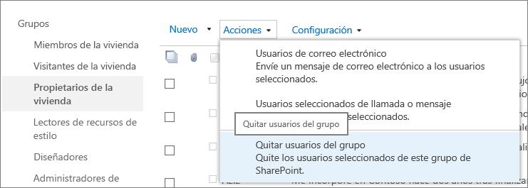 Vista de la barra de inicio rápido con los grupos y menú Acciones abiertos con Quitar usuarios del grupo seleccionado.