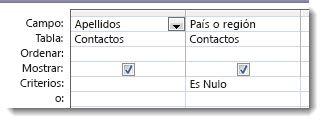 En la imagen se muestra el campo de criterios del diseñador de consultas con el criterio Es Nulo