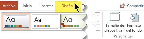 Seleccione la pestaña Diseño en la cinta de opciones de la barra de herramientas. El botón de menú Tamaño de diapositiva situado cerca del extremo derecho tiene el control de orientación de la diapositiva.
