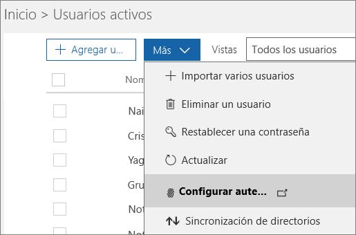 El menú Más en la página Usuarios activos con la opción de configuración de la autenticación multifactor de Azure seleccionada.