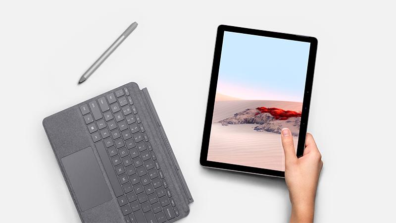 Surface Type Cover ja pliiats koos Surface Go 2-ga