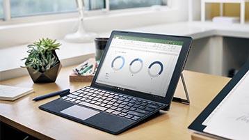 Laud, mille peal oleva Surface'i arvuti ekraanil on kuvatud Exceli diagrammid
