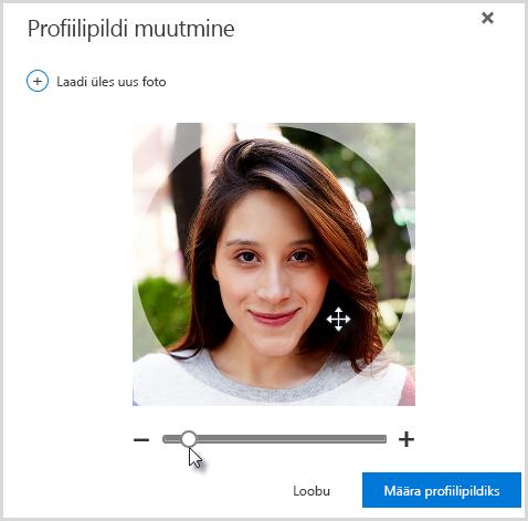 Paigutuse muutmiseks klõpsake ja lohistage pilti ringis või muutke suurust foto all asuva liuguriga.