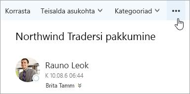 Kuvatõmmis Outlooki menüüriba nupuga Veel käske.