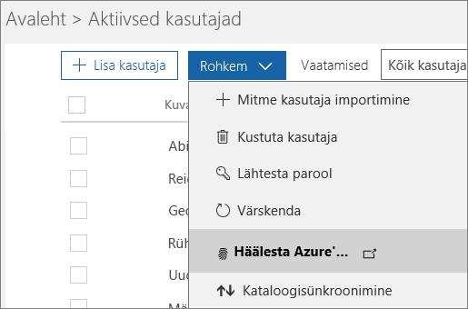 """Lehe """"Aktiivsed kasutajad"""" menüü """"Rohkem"""", kus on valitud suvand """"Häälesta Azure'i mitmikautentimine""""."""