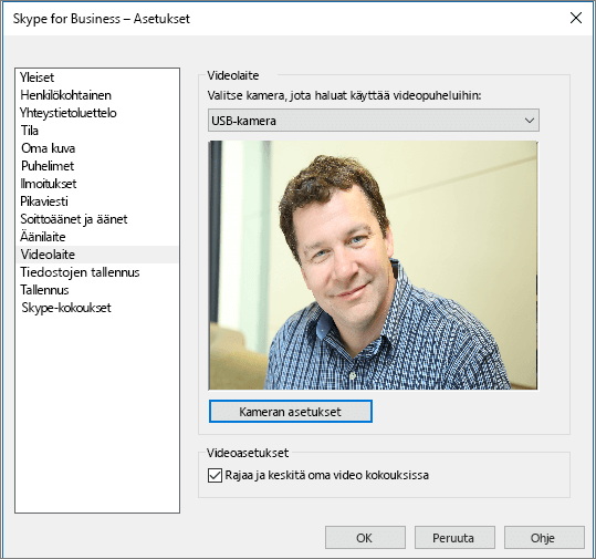 Näyttökuva Skype for Businessin asetukset-valintaikkunan Videolaitteet-sivusta.