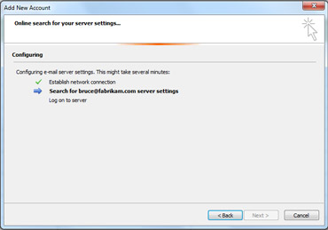 Lisää uusi tili -valintaikkuna ilmaisee, että sähköpostipalvelimen asetuksia määritetään