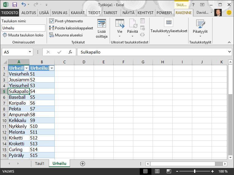 Taulukon nimeäminen Excelissä