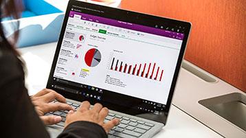 Henkilö muokkaa Excel-kaaviota