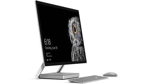 Valokuva Surface Studiosta sekä Surface-näppäimistöstä ja -hiirestä