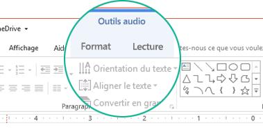 Quand un clip vidéo est sélectionné sur une diapositive, une section «Outils audio» apparaît dans le ruban de barre d'outils, qui comprend deux onglets: Format et Lecture.