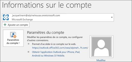 Capture d'écran montrant la page d'informations sur le compte Outlook dans le mode Backstage.