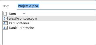 Double-cliquer sur le groupe de contacts permet d'afficher la liste des membres