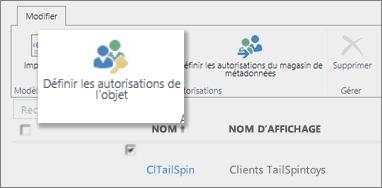 Capture d'écran du Centre d'administration de SharePointOnline sous BCS. Présente le bouton Définir des autorisations d'objets dans le ruban.
