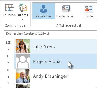 Double-cliquer sur le groupe de contacts pour afficher tous les noms