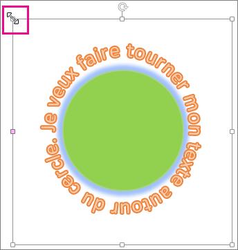 Poignée de redimensionnement sur l'objet WordArt utilisée pour le redimensionner