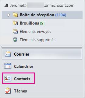 Pour afficher vos contacts, sélectionnez «Contacts» au bas du menu de navigation d'Outlook.