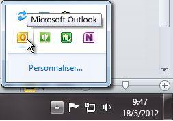 Zone de notification développée pour afficher l'icône Outlook