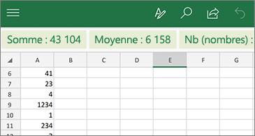 Feuille de calcul avec une fonction courante disponible au-dessus de la ligne d'en-tête de colonne