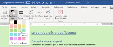 Document Word avec un arrière-plan vert et le sélecteur de couleur de page ouvert