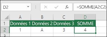 Construction adéquate des formules.  Au lieu de =A2+B2+C2, la formule incluse dans la cellule D2 est =SOMME(A2:C2)